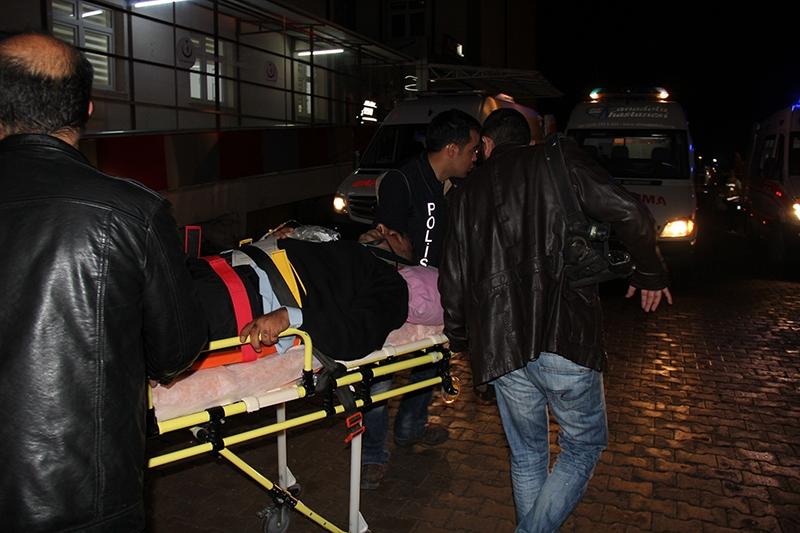 Sivas'ta polis otobüsü devrildi: 3 şehit 13