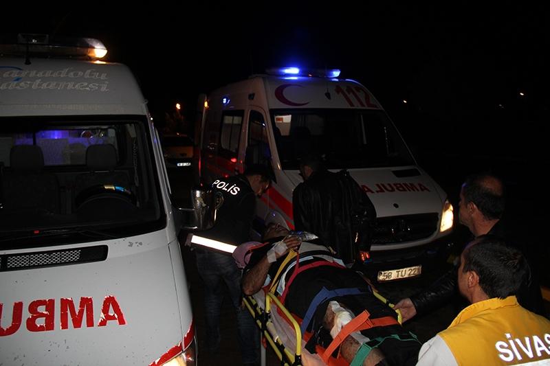 Sivas'ta polis otobüsü devrildi: 3 şehit 14