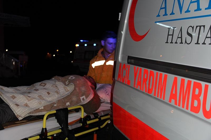 Sivas'ta polis otobüsü devrildi: 3 şehit 19