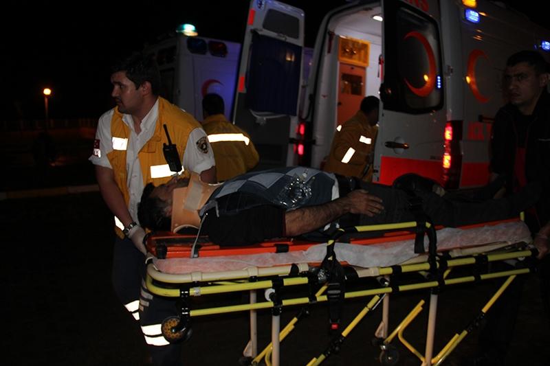 Sivas'ta polis otobüsü devrildi: 3 şehit 22