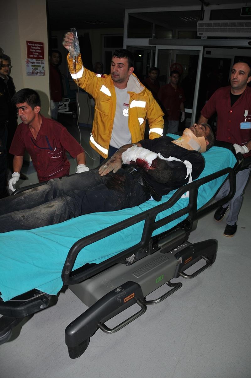 Sivas'ta polis otobüsü devrildi: 3 şehit 26
