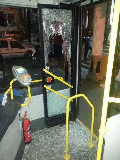 İçi yolcu dolu otobüse taşlı saldırı 3