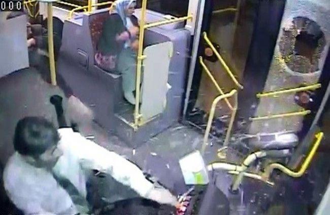 İçi yolcu dolu otobüse taşlı saldırı 4