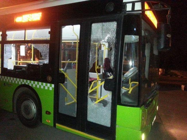İçi yolcu dolu otobüse taşlı saldırı 5