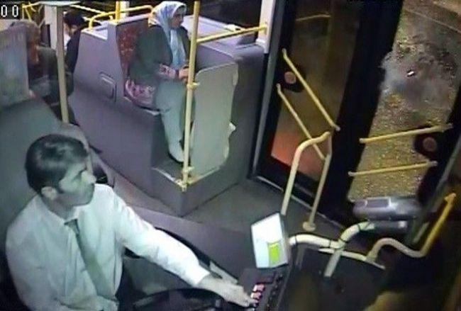 İçi yolcu dolu otobüse taşlı saldırı 7