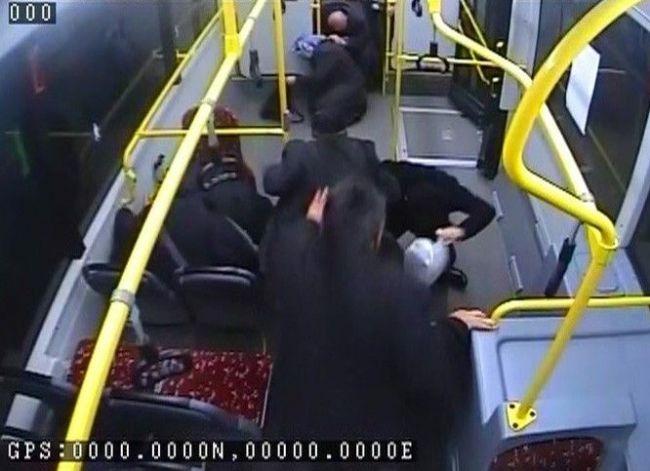 İçi yolcu dolu otobüse taşlı saldırı 8