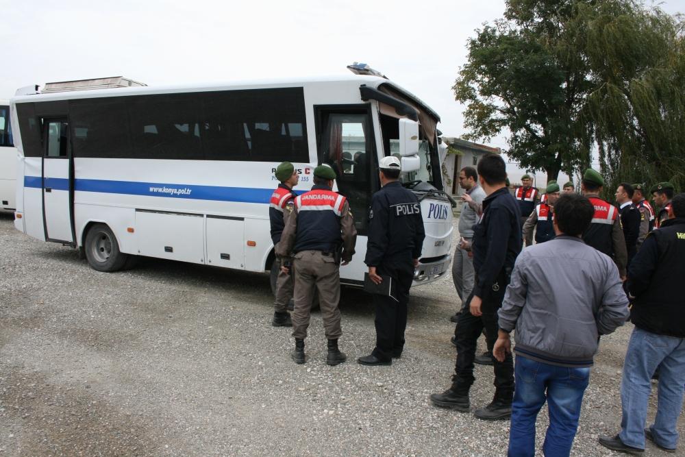 Polis otobüsü devrildi: 23 yaralı 3