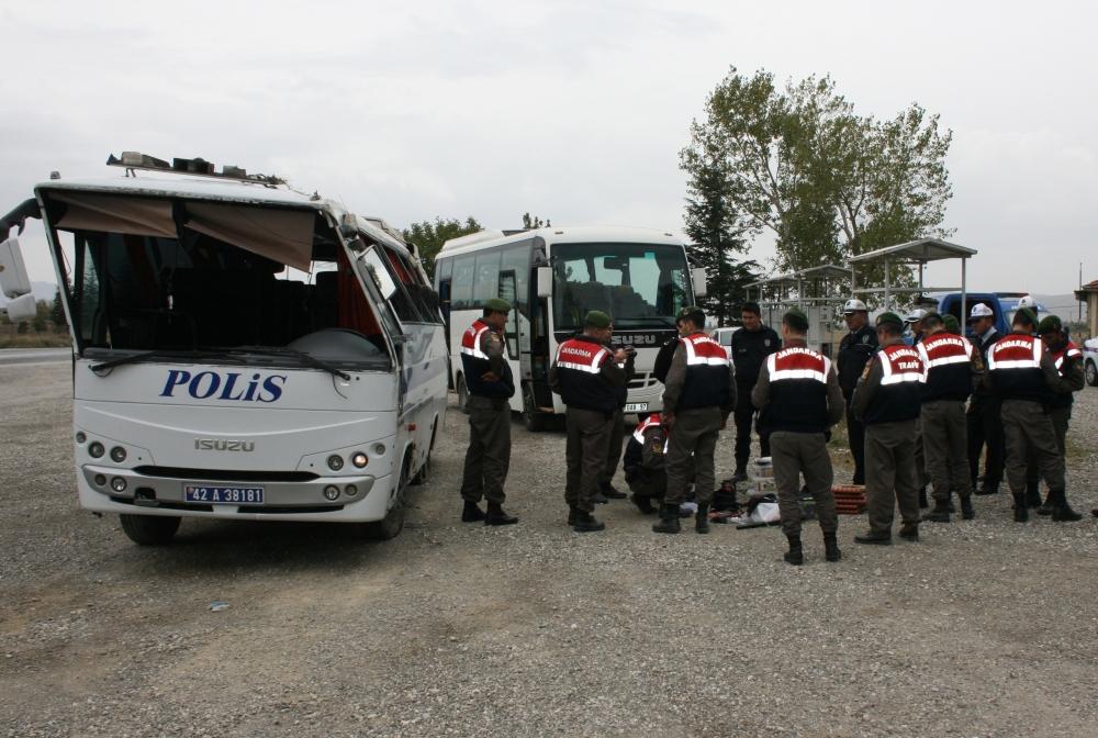 Polis otobüsü devrildi: 23 yaralı 4