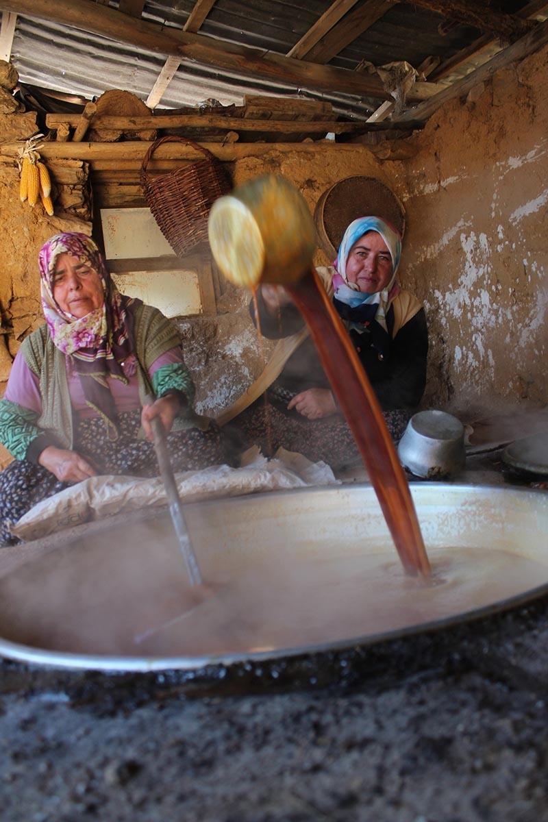 Köylü kadınların zorlu pekmez mesaisi 12