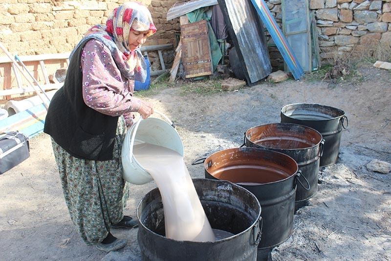 Köylü kadınların zorlu pekmez mesaisi 3