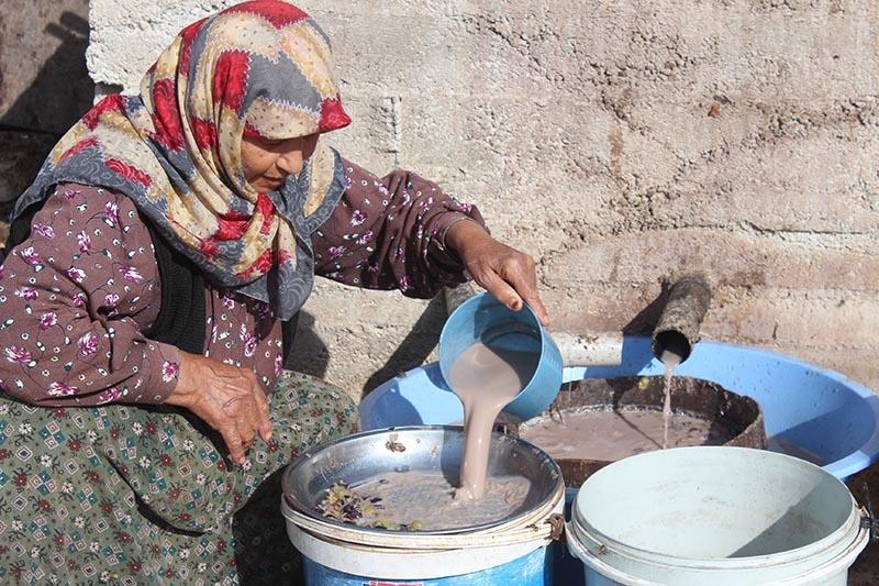 Köylü kadınların zorlu pekmez mesaisi 4
