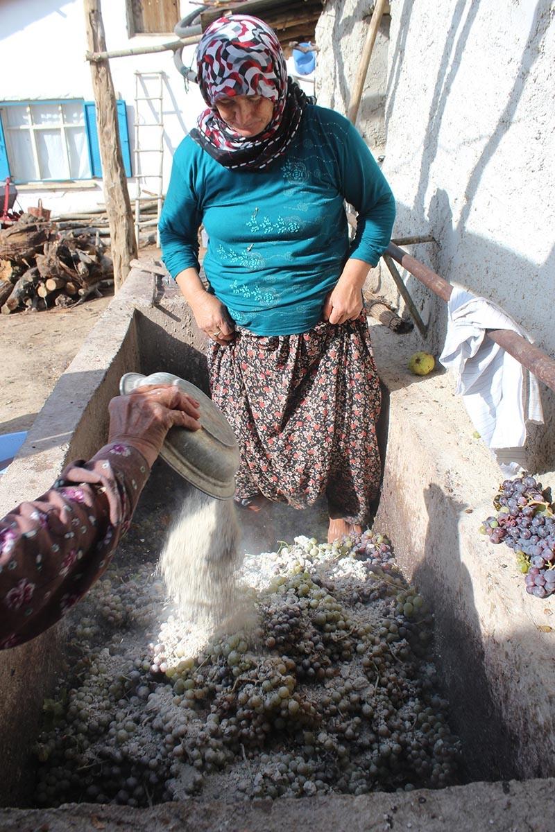Köylü kadınların zorlu pekmez mesaisi 8