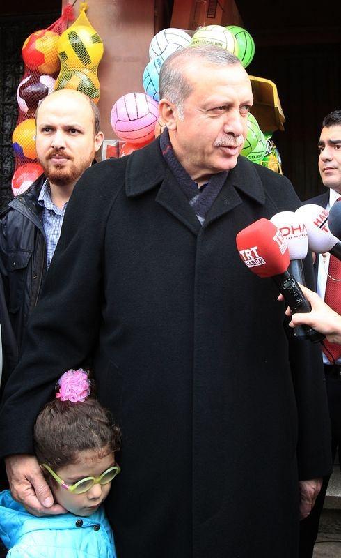 Erdoğan, oğlu ve torunuyla market alışverişinde 1