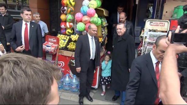 Erdoğan, oğlu ve torunuyla market alışverişinde 14