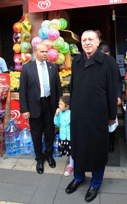 Erdoğan, oğlu ve torunuyla market alışverişinde 3