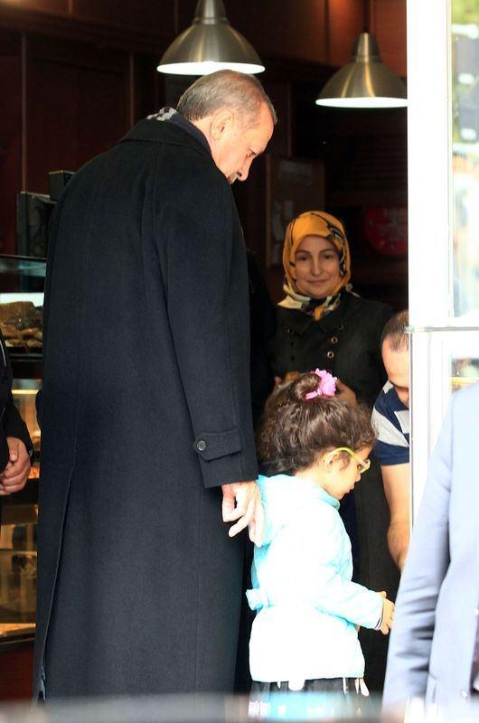 Erdoğan, oğlu ve torunuyla market alışverişinde 8