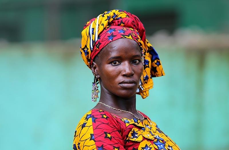 Fildişi kadını yokluklara rağmen hayata dört elle sarılıyor 1