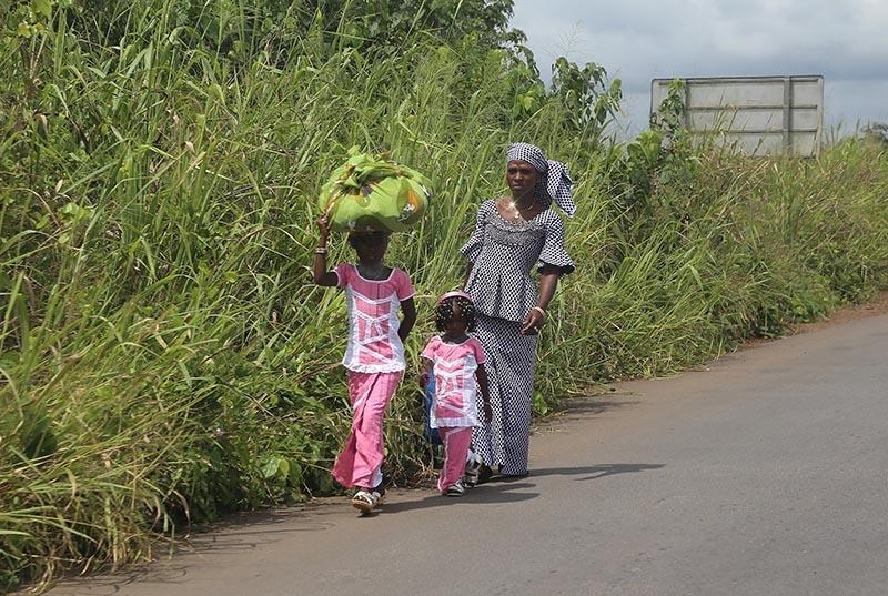 Fildişi kadını yokluklara rağmen hayata dört elle sarılıyor 13