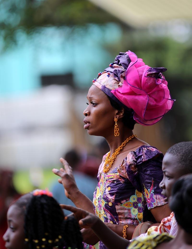 Fildişi kadını yokluklara rağmen hayata dört elle sarılıyor 18