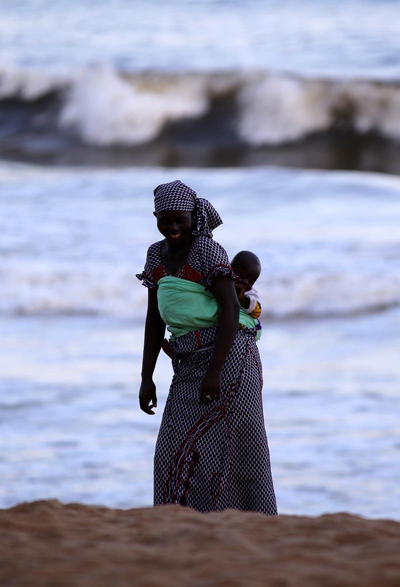 Fildişi kadını yokluklara rağmen hayata dört elle sarılıyor 2