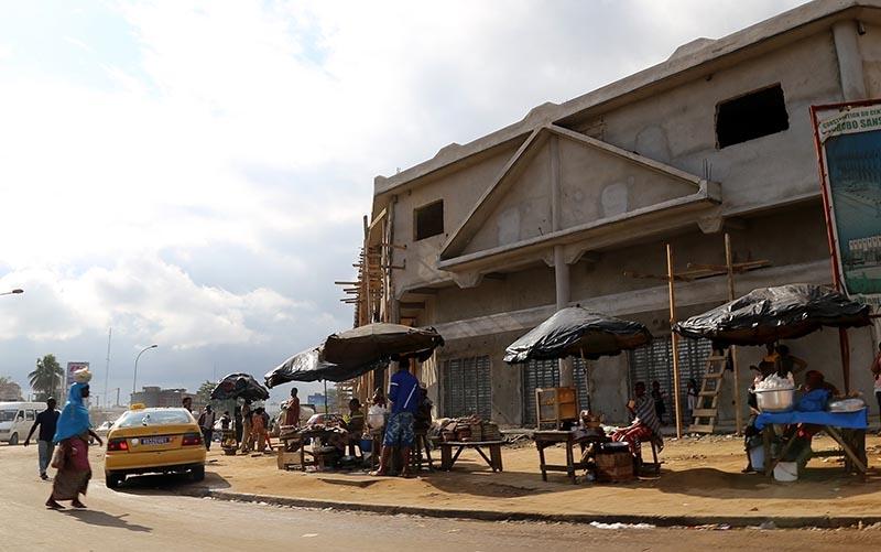 Fildişi kadını yokluklara rağmen hayata dört elle sarılıyor 25