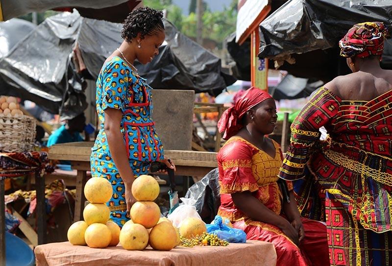 Fildişi kadını yokluklara rağmen hayata dört elle sarılıyor 26