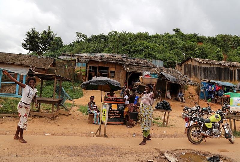 Fildişi kadını yokluklara rağmen hayata dört elle sarılıyor 28