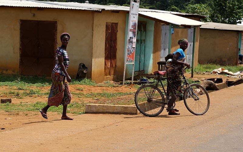 Fildişi kadını yokluklara rağmen hayata dört elle sarılıyor 29