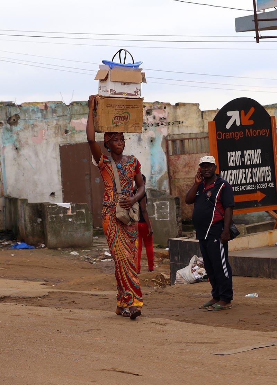 Fildişi kadını yokluklara rağmen hayata dört elle sarılıyor 3