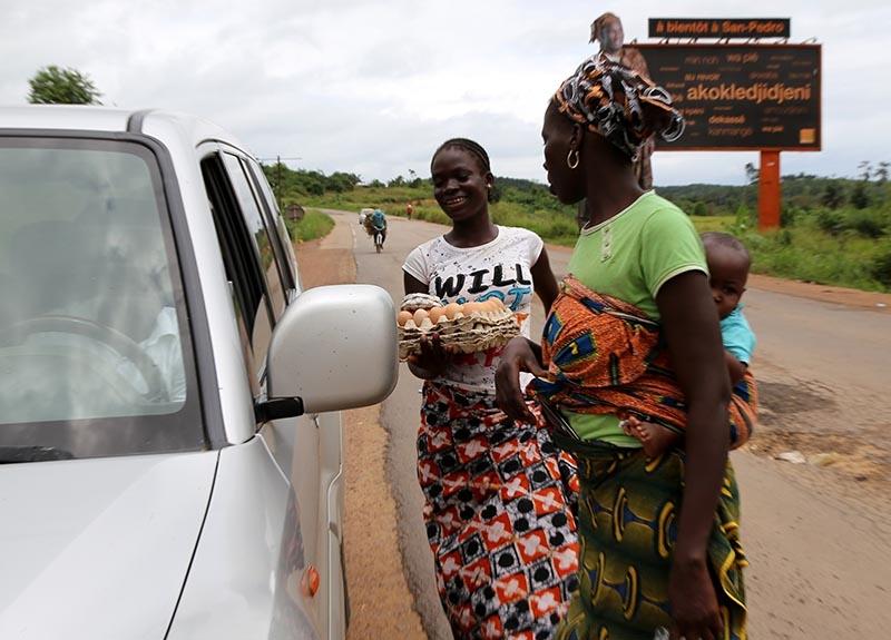 Fildişi kadını yokluklara rağmen hayata dört elle sarılıyor 30