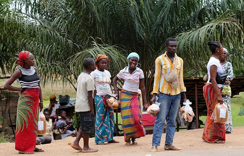 Fildişi kadını yokluklara rağmen hayata dört elle sarılıyor 31