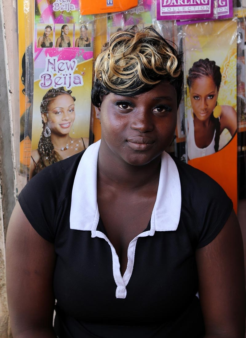 Fildişi kadını yokluklara rağmen hayata dört elle sarılıyor 33