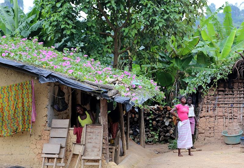 Fildişi kadını yokluklara rağmen hayata dört elle sarılıyor 35