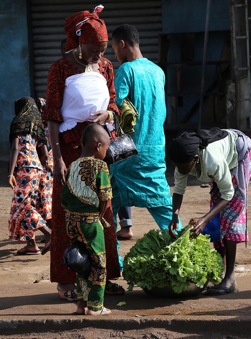 Fildişi kadını yokluklara rağmen hayata dört elle sarılıyor 37