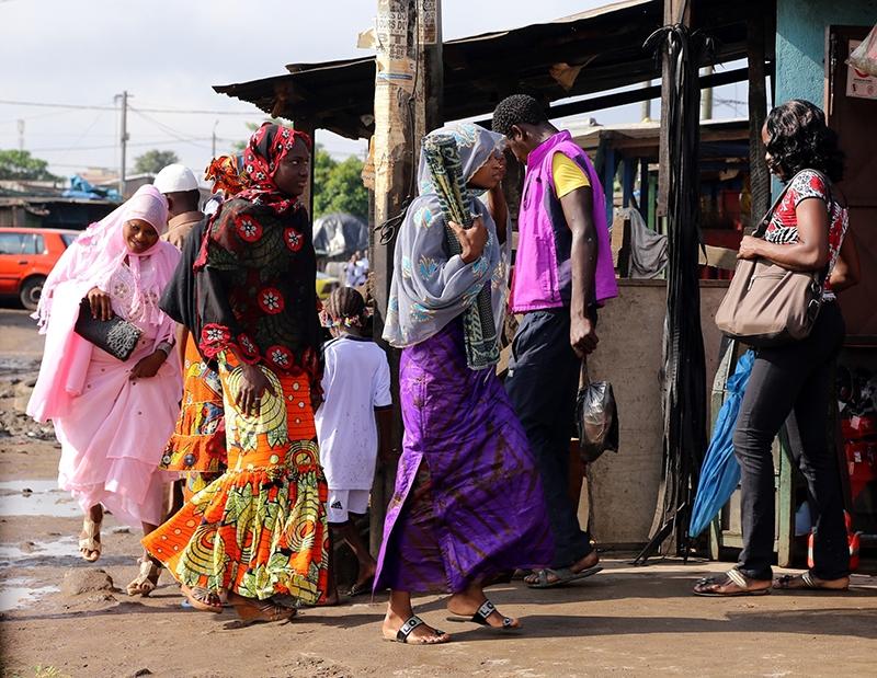 Fildişi kadını yokluklara rağmen hayata dört elle sarılıyor 38