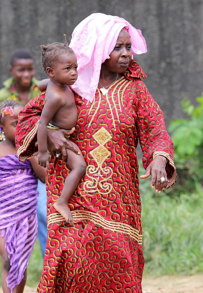 Fildişi kadını yokluklara rağmen hayata dört elle sarılıyor 39