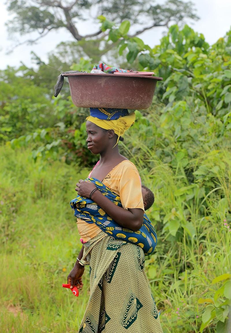 Fildişi kadını yokluklara rağmen hayata dört elle sarılıyor 5