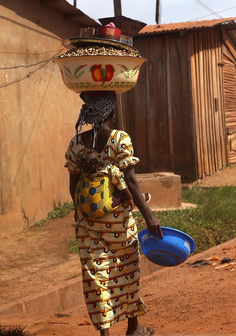 Fildişi kadını yokluklara rağmen hayata dört elle sarılıyor 6