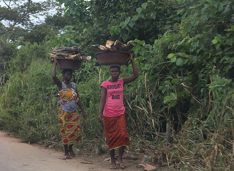 Fildişi kadını yokluklara rağmen hayata dört elle sarılıyor 7