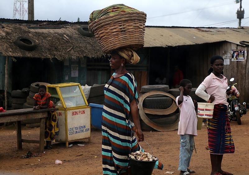 Fildişi kadını yokluklara rağmen hayata dört elle sarılıyor 8