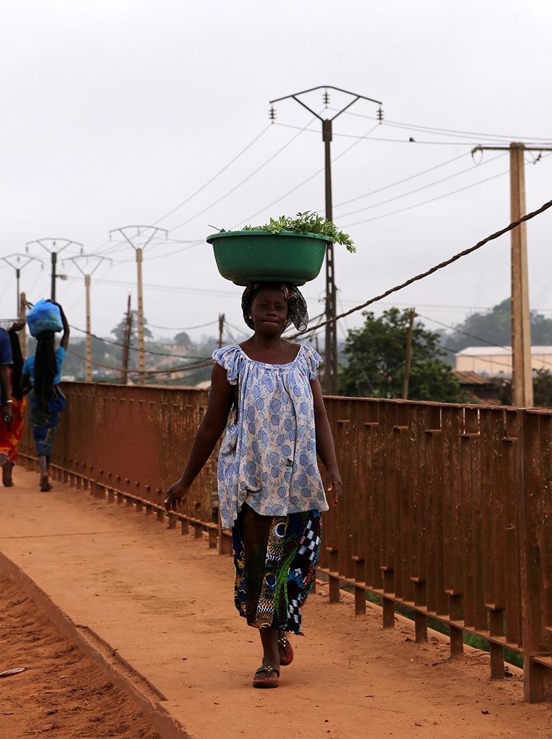 Fildişi kadını yokluklara rağmen hayata dört elle sarılıyor 9