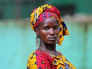 Fildişi kadını yokluklara rağmen hayata dört elle sarılıyor