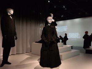 New York'ta matem kıyafetleri sergisi