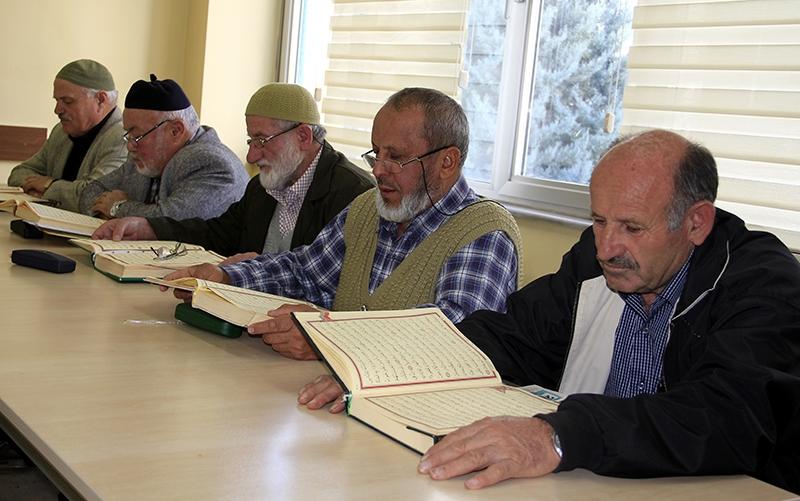 Hacdan dönüp Kur'an kursuna gidiyorlar 10