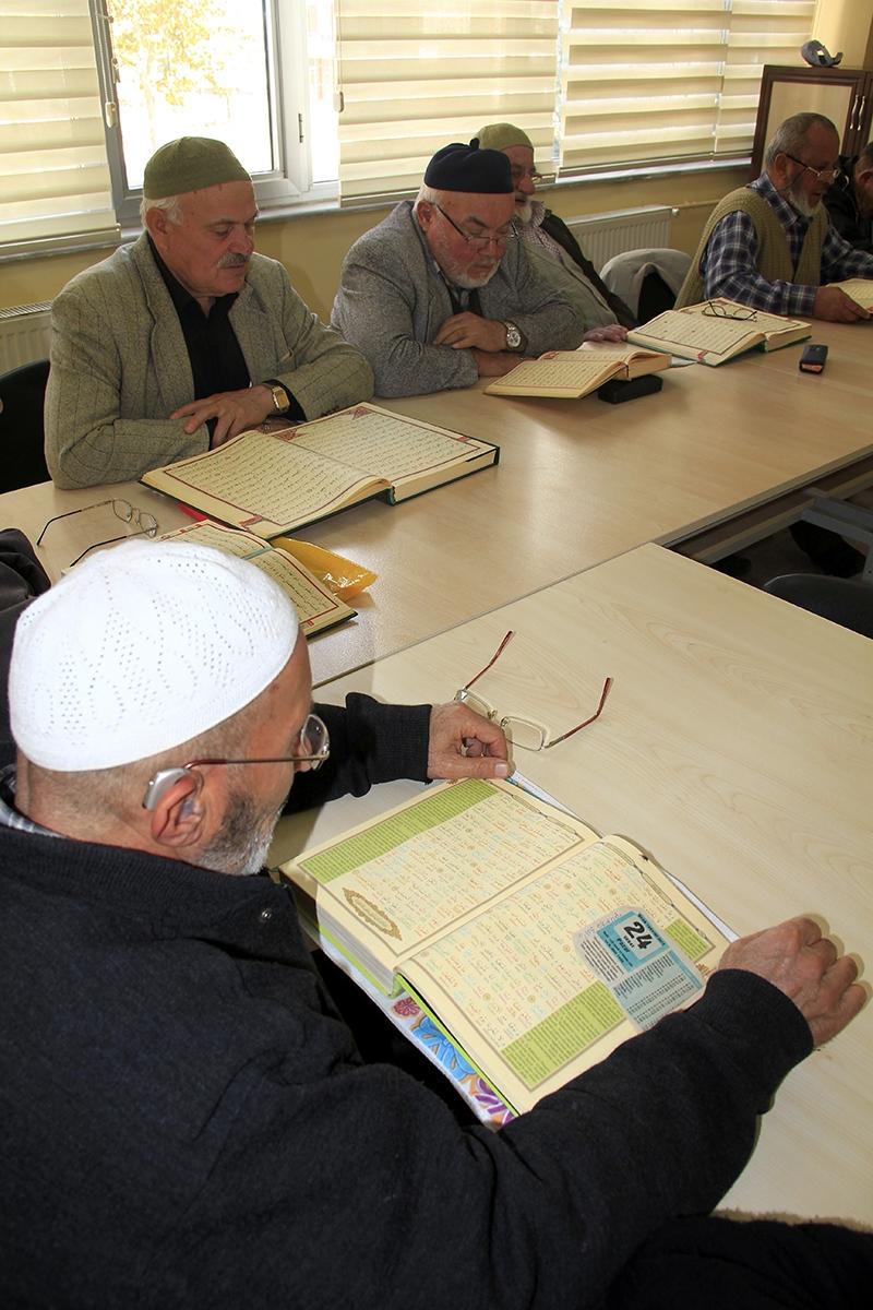 Hacdan dönüp Kur'an kursuna gidiyorlar 11