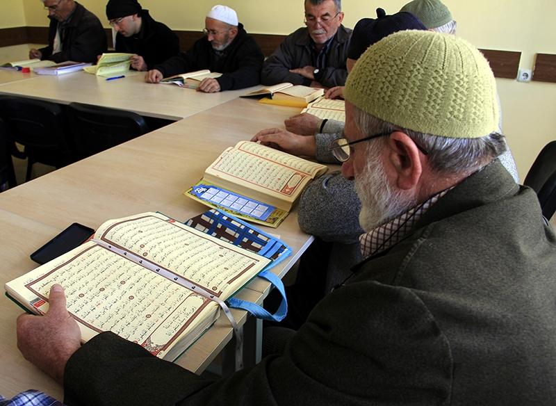 Hacdan dönüp Kur'an kursuna gidiyorlar 19