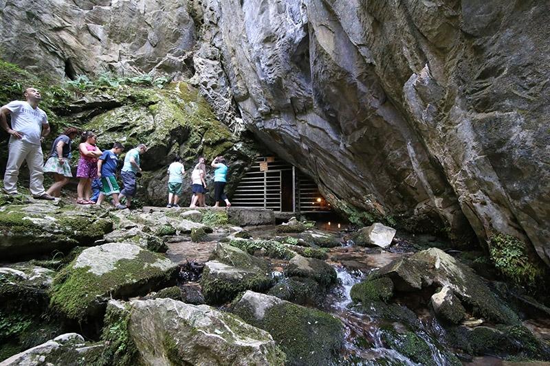 """İçinden yeraltı nehri akan mağara """"Dupnisa"""" 1"""