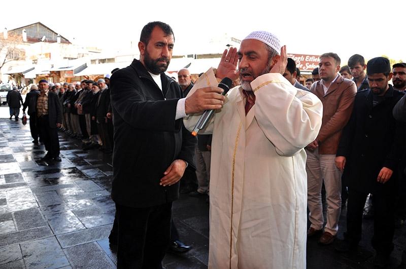 Ğulam Azzam için gıyabi cenaze namazı kılındı 1