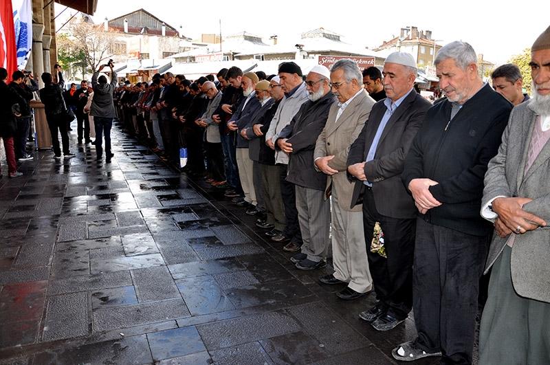 Ğulam Azzam için gıyabi cenaze namazı kılındı 2