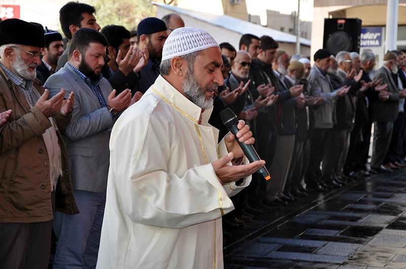 Ğulam Azzam için gıyabi cenaze namazı kılındı 5